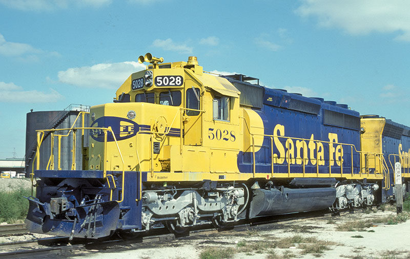 Santa Fe's SD40-2s and Kato's N-scale model